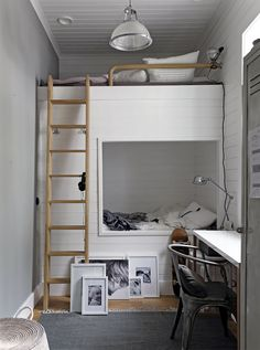 Built in bunk beds via stilinspiration loft, bed, furniture, home decor, kids Bunk Beds Built In, Cool Bunk Beds, Bunk Beds With Stairs, Kids Bunk Beds, Loft Beds, Tiny House Bedroom, Small Room Bedroom, Home Bedroom, Small Rooms