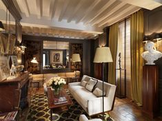 Once the private mansion of the Marquis de La Fayette, the Hotel Marquis Faubourg Saint-Honoré is located in one of Paris's chicest neighborhoods