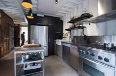 man transforms shipping containers into nice home 10 Man transforms 4 shipping containers into a luxurious house he can call his own (18 Photos)