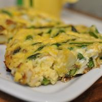 Spring Veggie and Potato Frittata - easter brunch healthy option :) Healthy Make Ahead Breakfast, Healthy Low Carb Snacks, Breakfast And Brunch, High Protein Breakfast, Healthy Eating, Healthy Recipes, Breakfast Ideas, Breakfast Frittata, Healthy Detox