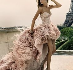 OMG. Ok I need this dress and I need a life that's glamorous enough for me to wear such a gorgeous thing.