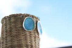 Pendientes largos de plata texturizada esmaltada al fuego en azul y turquesa transparente. Colección Mediterráneo. The Sea