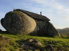 Casa costruita con massi #fairytalehouse #fairytale #house #rock #rockhouse