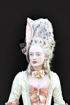 I love the pale skin and sharp features. The large forehead is great. Marie Antoinette by Chris Frazer Smith for Samsung - Premium Rights-Managed Image Collection Historical Costume, Historical Clothing, Rococo Fashion, Vintage Fashion, Marie Antoinette Costume, 18th Century Fashion, Period Outfit, Fashion History, Costume Design