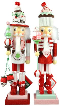 I love these nutcrackers! I wish I knew where to buy them! If someone knows, please let me know. Kurt Adler 2011 line.