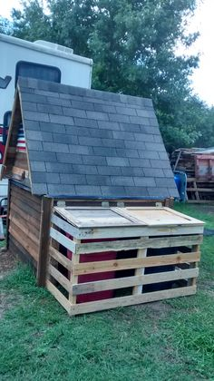 ALL PALLET WOOD PUMP HOUSE & TRASH CAN BOX