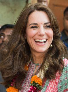 Foto a foto, los 'beauty looks' de la Duquesa de Cambridge en su viaje a India y Bután - Foto 3