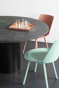 Tray ITO in solid copper by Philipp Mainzer. Table: HIROKI with top from Nero Marquina marble. Side chair: HOUDINI by Stefan Diez. /  2008 www.e15.com #e15 #black #mint #beigered