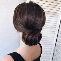 Hairstyles updo 87 Fabulous Wedding Hairstyles For Every Wedding Dress Neckline wedding updo hairstyle ,updo wedding hairstyles ,chignon , messy updo hairstyles ,bridal updo Messy Wedding Hair, Wedding Hair And Makeup, Hairstyle Wedding, Simple Wedding Updo, Wedding Up Do, Simple Updo, Medium Hair Styles, Curly Hair Styles, Natural Hair Styles