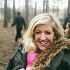 Ellie Goulding ❤️ And that gorgeous smile! British Actresses, Actors & Actresses, Ellie Goulding, All Things Beauty, Girl Crushes, Amazing Women, Singer, Long Hair Styles, Celebrities