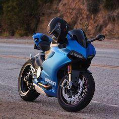 Ducati Panigale in mat blue!!!