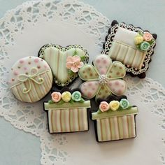 kendrasmiles4u: lil' primrose cookies by mint_lemonade Via Flickr: Inspired by a collection called lil' primrose from Kaisercraft.