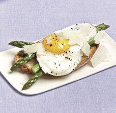 Asparagus and Fried Eggs on Garlic Toast
