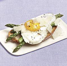 Asparagus and Fried Eggs on Garlic Toast