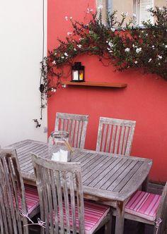 Tablette sur fixation invisible Bois rouge exotique, Sapelli Réalisé à Nantes par l'Atelier Languin (menuiserie) #menuiserie #tablette #deco #aménagement #extérieur