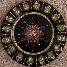 No photo description available. Dot Art Painting, Mandala Painting, Painting Patterns, Mandala Art, Stone Painting, Mandala Rocks, Rock Design, Ornaments Design, Painted Boxes