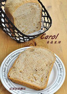Carol 自在生活 : 紅茶核桃麵包。麵包機