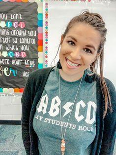 Teaching Shirts, Kindergarten Shirts, Teaching Outfits, Teacher T Shirts, School Shirts, Work Shirts, Cute Shirts, Beauty And Fashion, Diy Fashion