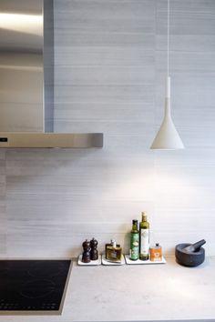detaljee+10+sisustussuunnittelu+sisustussuunnittelija+interiordesigner+helsinki+pääkaupunkiseutu+keittiösuunnittelu+puustelli+välitila+ABL-laatat+foscarini