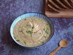 Knolselderij soep is lekker en gezond. En de smaak is weer eens wat anders dan je gewend bent. Klaar binnen 30 minuten! Een knolselderij...