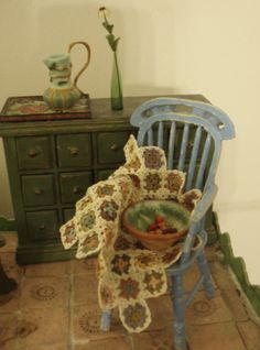 Miniature crochet for dollhouse - from the Hanna & Leijona blog.