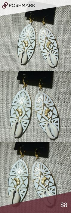 Abstract ancient egyptian Queen Nefertiti earrings Abstract ancient egyptian Queen Nefertiti wirh cowrie shells earrings.   Surgical steel gold tone Lever back.   2 inches in length light weight. Jewelry Earrings