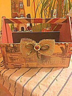 Portariviste in legno tecnica decoupage  E 18 Seguici anche su fb Creazioni arte decoupage