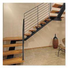 escaleras de hierro zona sur Stair Railing Design, Home Stairs Design, House Gate Design, New Staircase, Floating Staircase, Staircase Railings, House Stairs, Future House, Patio
