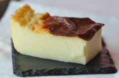 Flan pâtissier sans pâte ultra crémeux creme custard tart without pastry delicious and creamy great with mixed berry coulis French Desserts, No Cook Desserts, Delicious Desserts, Sweet Recipes, Cake Recipes, Dessert Recipes, Flan Dessert, Desserts With Biscuits, Thermomix Desserts