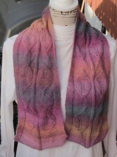 Skjerf med bladmønster Spring, Sweaters, Fashion, Threading, Moda, Fashion Styles, Sweater, Fashion Illustrations, Sweatshirts