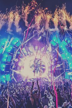 Is there a more beautiful sight than this? #edm #plur #ultra