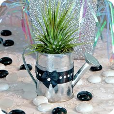 Looking for a living art gift? Terrarium Shop, Desktop Zen Garden, Survivor Party, Next Gifts, Christmas Party Favors, Online Gifts, Cool Gifts, Holiday Parties, Wedding Ideas