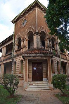 PALACIO LA FUENTE (Posadas, Misiones, Argentina)