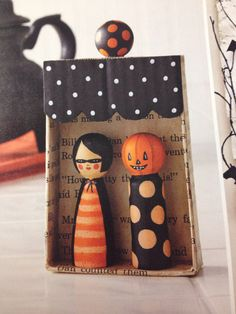 Vintage looking Halloween pegs Halloween Ornaments, Halloween Cards, Vintage Halloween, Halloween Fun, Halloween Decorations, Doll Crafts, Cute Crafts, Crafts For Kids, Wood Peg Dolls