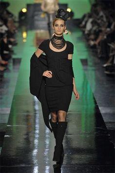 Jean Paul Gaultier Fall 2007 Couture Fashion Show - Linda Vojtova (NATHALIE)