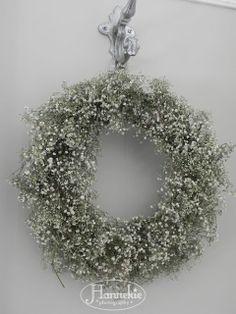 sisterly: Gipskruid - Lilly is Love Door Wreaths, Diy Wreath, Grapevine Wreath, Christmas Wreaths, Christmas Decorations, Christmas Ornaments, Holiday Decor, Babys Breath Wreath, Gypsophila Wedding