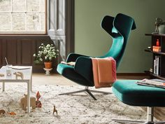 For Christmas 2016, Vitra has introduced a limited edition Grand Repos lounge chair upholstered in the new Nobile fabric. This extremely soft velour gives Grand Repos a classic aura, recalling the sophistication of grand hotel lobbies and traditional clubs in Paris, London or Vienna. The limited edition is available from 1 November 2016 to 31 January 2017.