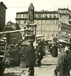 It's been there a long time - the Campo de' Fiori Be part of history - visit any day between early morning and about Old Photos, Vintage Photos, Best Cities In Europe, Somewhere In Time, Rome Travel, City Photography, Rome Italy, Street View, Pictures