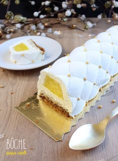 Wedding cake recipes 704883779162808107 - buche mangue vanille nouvel an Source by Fancy Desserts, Fancy Cakes, Dessert Nouvel An, Cake Recipes, Dessert Recipes, Kids Cooking Recipes, Different Cakes, Chocolate Hazelnut, Christmas Desserts