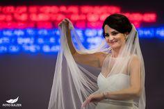 68_hochzeit-m32 Portraits, Wedding Dresses, Fashion, Engagement, Amazing, Photo Illustration, Bridal Dresses, Moda, Bridal Gowns