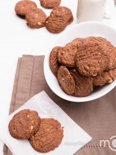 They are so darn good. These cookies only require 5 minutes and 5 ingredients. They are loaded with protein and they, believe it or not, are actually flour-less!