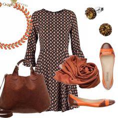 Outfit pensato per una studentessa. Abito corto ma discreto, scollo tondo, manica a campana. Ballerina arancio e marrone, ampia borsa in pelle marrone. Bracciale arancio, orecchini in pietre marroni, sciarpa in seta nei toni del bruciato.