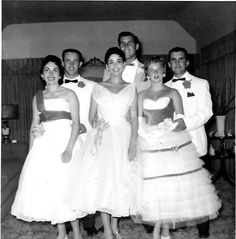 Prom Dresses / Vintage Photo of a group heading to the Prom. Prom Photos, Prom Pictures, 1950s Prom Dress, Prom Dresses, Prom Date, Homecoming, Fifties Fashion, Fifties Style, Teenage Parties