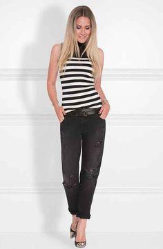 Nikkie mouwloze top, model Joyce Top, met streepdessin en turtle nek. Fijn gebreide top in zwart dessin. Nikkie dameskleding collectie zomer 2017.