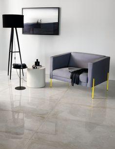 Com inspiração no concreto aparente, o Concretíssyma Matiz Grigio é utilizado na criação de diversos ambientes, principalmente em espaços com uma atmosfera mais rústica e elegante. Perfeito para isso, o uso dos grandes formatos cria uma impressão de uniformidade no piso, como se fosse uma única pedra. Uma boa dica é realçar ainda mais esse detalhe escolhendo um rejunte que tenha contraste com a peça.  #portobello_sa #portobellolovers #ConcretissymaMatizGrigio #Concretissyma #concret