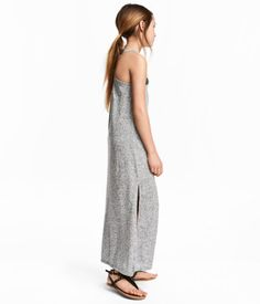 Maxi dress in printed slub jersey with crossover shoulder straps at the back and a slit in one side.