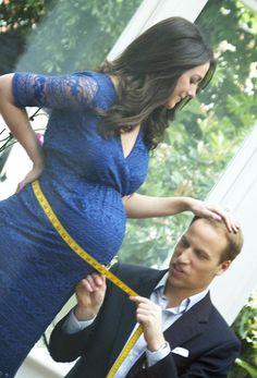 Will and kate..   William midiendo el tamaño de la barriga de Kate, en sus últimos días de su primer embarazo. 2013