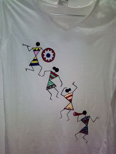 Warli – Home living color wall treatment kitchen design Worli Painting, T Shirt Painting, Dress Painting, Fabric Painting, Fabric Art, Hand Embroidery Designs, Beaded Embroidery, Embroidery Patterns, Fabric Paint Designs