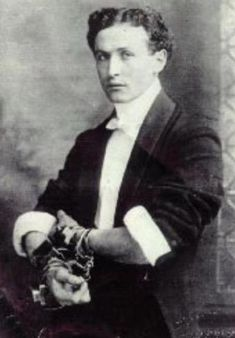 A Very Young Houdini: The Handcuff King Ricky Jay, Old Photos, Vintage Photos, Magic Show, Vintage Photography, Beautiful Boys, Cute Guys, The Magicians, Vintage Posters