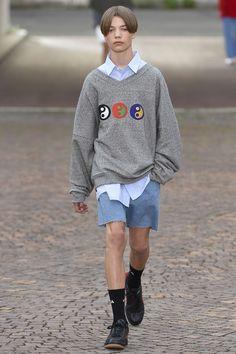 2016-06-27のファッションスナップ。着用アイテム・キーワードはコレクション,Gosha Rubchinskiyetc. 理想の着こなし・コーディネートがきっとここに。| No:150146